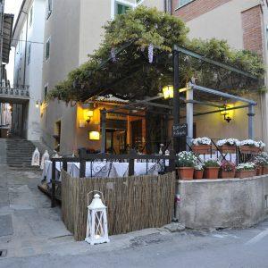 Ristorante Pizzeria All'aperto – Tavoli Esterni Tuoro Cena